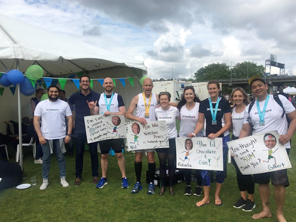 Amy with the runners and supporters from the Auckland Marathon last 2017