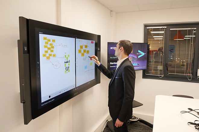 La surface hub dans le Liquid Studio à Nantes